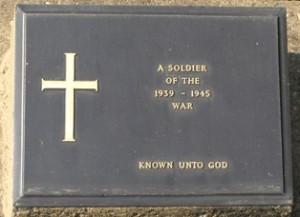 Picture of a plaque showing the resting place of an unknown soldier.