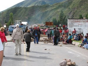 Picture of the protesting farmers who have blocked the road.