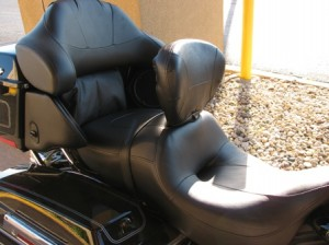 Picture of a typical seat on a harley davidson showing the plush seat with fabulous backrests and speakers built into the sides.